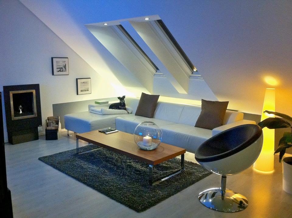 arbeitsplatz im wohnzimmer integrieren raum und. Black Bedroom Furniture Sets. Home Design Ideas