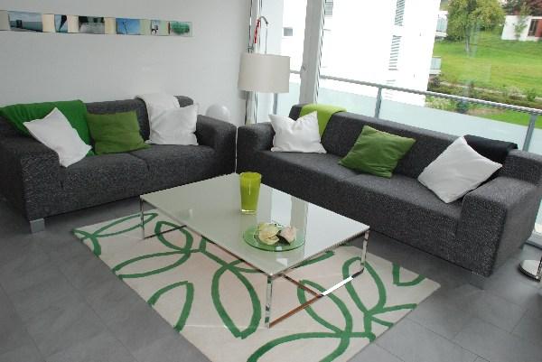 Farbgestaltung Wohnzimmer Grau: Großes Ecksofa Aus Weichem ... Farbgestaltung Wohnzimmer Grau